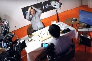 3-хкратный чемпион Европы по игре Го Фан Хуэй оценивает позицию во время матча с AlphaGo