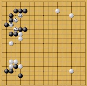 нейросеть AlphaGo жертвует отмеченные белые камни. Игра № 5.